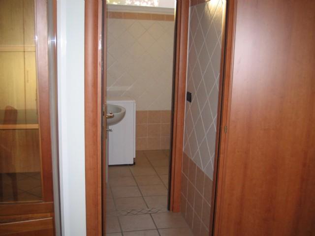 Appartamenti in affitto a peschiera borromeo monolocale for Monolocale arredato affitto